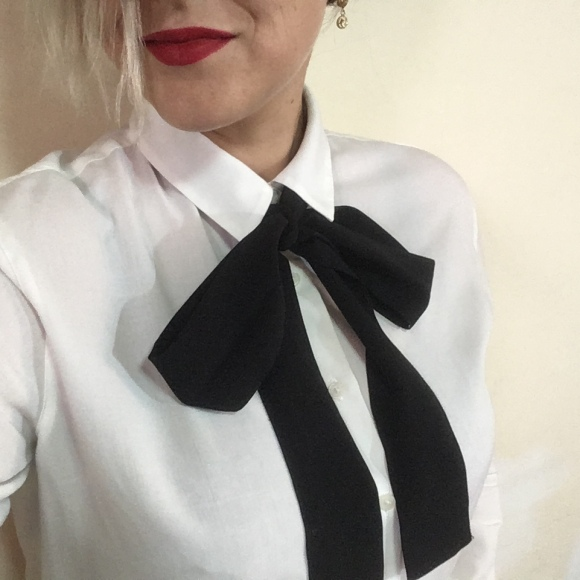 white shirt, tie, minimal mio
