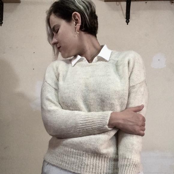 white shirt, white jumper, Mio Konfedrat